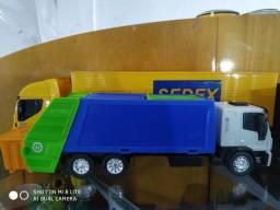 Caminhão coleta