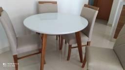 Mesa redonda de madeira maciça