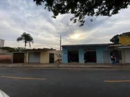 Título do anúncio: Casa na Vila Abajá, poucos metros da Leste Oeste (investimento)
