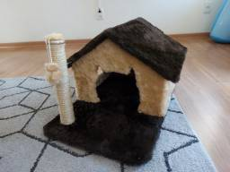 Casa de gatos com arranhador