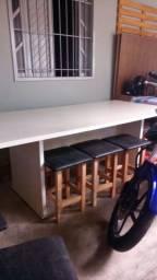 Mesa com 8 bancos