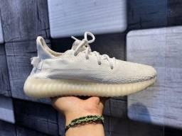 Tênis Adidas Yeezy Boost $350,00