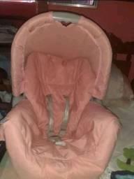 Vendo um kit bolsa e um bebê conforto