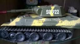Tanque de guerra antigo