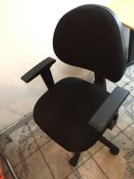 Cadeira de atendimento Cavalleti,com regulagens de altura e encosto