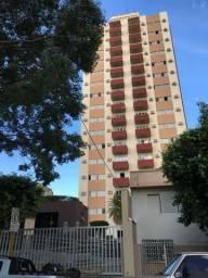 Título do anúncio: Apartamento na área central , 02 vagas de garagem , rico em armários !!