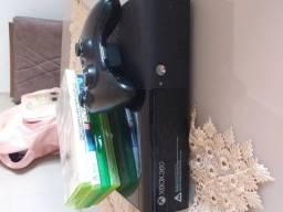 Xbox 360 com 1 controle e 4 jogos