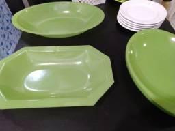 Conjunto de pratos e travessas