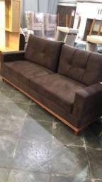 Sofá luxo 3 lugares c/ pés e almofadas soltas ? Mariana<br><br><br>