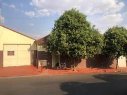Casa para alugar com 3 dormitórios em Centro, Sertaozinho cod:L8423