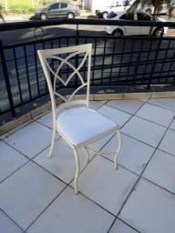 Cadeira de ferro brancas