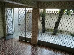 Aluga-se casa de três quartos no centro de camaragibe