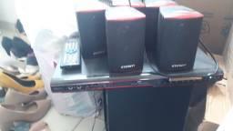 Home com caixas de som