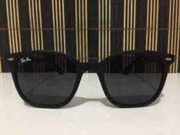 (Aceito cartão) Óculos solar unissex modelo Wayfarer, lente: Preta - Estilo Ray Ban