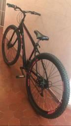 Bicicleta top de linha aro 29, de barbada pra hj