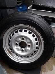 Roda de fusca com pneu