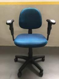Cadeira secretária executiva azul mescla com preto Escritório Home Office