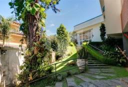 Casa á venda próxima ao Centro de Petrópolis c/ 3 Quartos c/ estilo anos 60