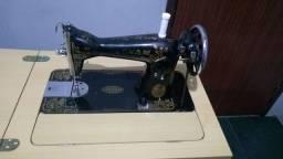 Máquina de costura Leonam com gabinete