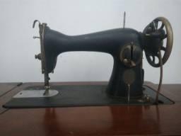 Máquina de costura reta Singer antiga