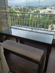 Mesa com 2 bancos