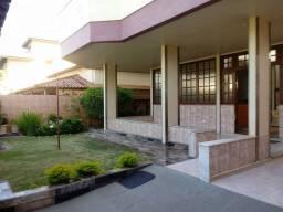 Casa para venda possui 200 metros quadrados com 4 quartos