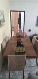 Mesa de jantar - Retangular de madeira - com 6 cadeiras