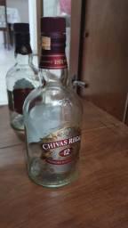 Garrafa de whisky Chivas Regal vazia