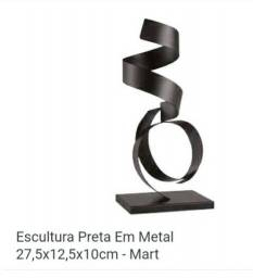 Decoração- Escultura preta em metal. BAIXEI PARA VENER