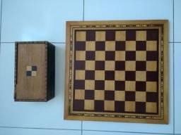 Tabuleiro de Xadrez macheteado com peças (damas também)