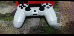 Pra vender hoje Controle de PS4 semi-novo. 200 reais. Sem defeito algum. Tudo perfeito.