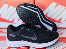 Vendo tênis Nike e adidas e chinelo