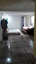 Quarto espaçoso/ banheiro/cozinha /area de serviço