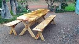 Mesa em madeira macisa