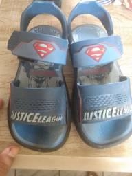 Vendo sandália da liga da justiça