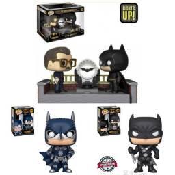 Lote com 3 Funko Pop Heroes 80 Years Batman