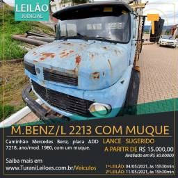 Um caminhão M.BENZ/L 2213