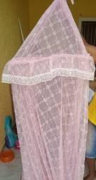 Mosquiteiro rosa rendado teto