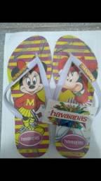Título do anúncio: Três pares de sandálias novas.