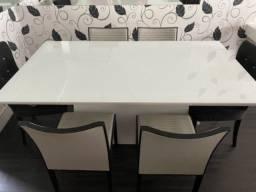 Mesa de jantar com 6 cadeiras!