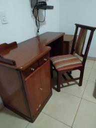 Escrivaninha madeira maciça + cadeira