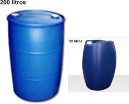 Bombonas plásticas 50 (R$ 20,00) e 200L (R$ 80,00)