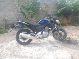 Vendo está moto 7500
