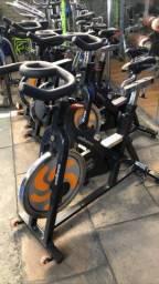 Aluguel de bicicleta de spinning e esteira