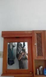 Espelheira e mesa de telefone