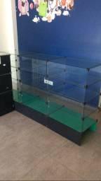 Gôndolas de vidro com divisórias