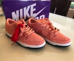 Tênis Nike SB Dunk Low Pink Pig