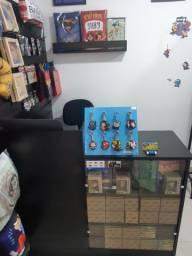 Balcão Caixa + Cadeira Alta + Revisteiro + Expositor de Chaveiros