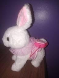 Título do anúncio: Vendo coelho de pelúcia infantil eletrônico (toca várias musiquinha infantil)