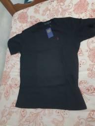 Título do anúncio: Vendo duas camisas Polo masculina e uma camisa hustle masculina todas novas não usadas